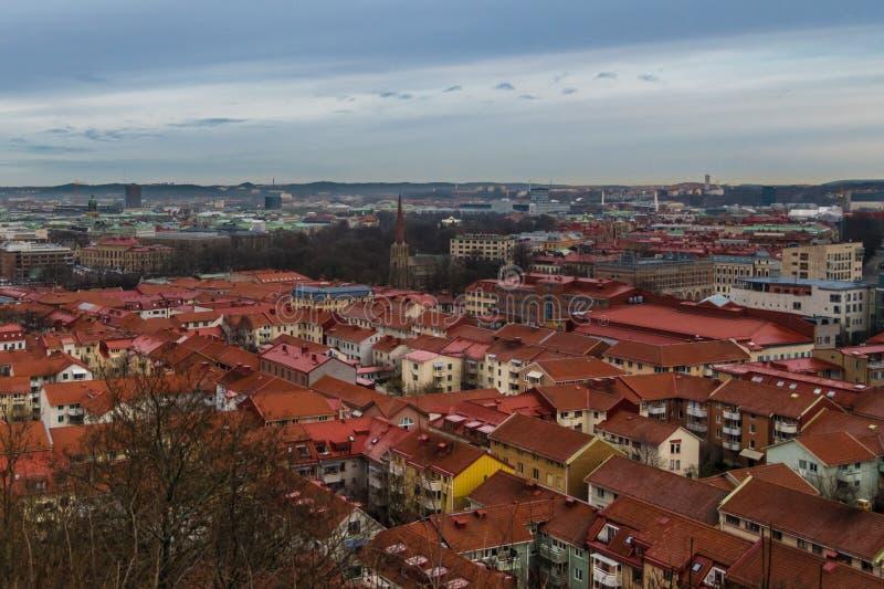 Blå timmeplats ovanför takblasten av Göteborg Sverige arkivbilder