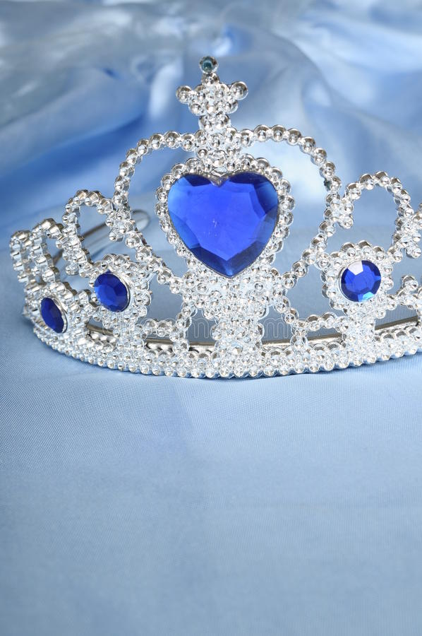 blå toy för diamantgemtiara arkivbild