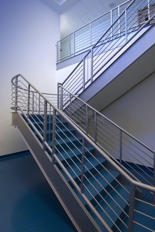 blå trappuppgång arkivbilder