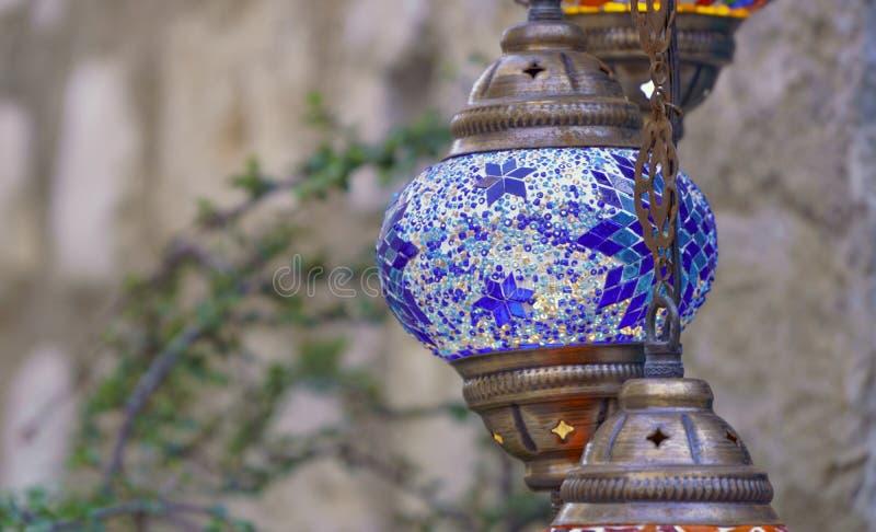 Blå turkisk lampa på gatan royaltyfria bilder