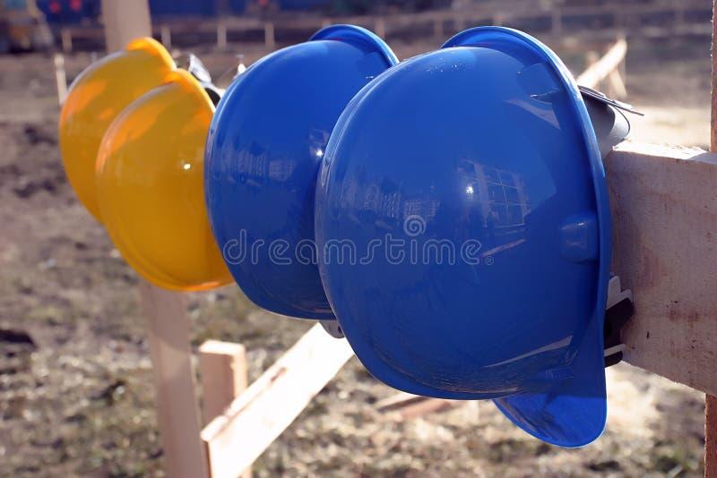 blå yellow för hård hatt arkivbilder