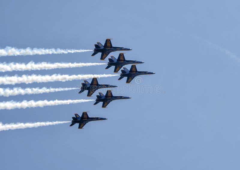 Blåa änglar över sjön Washington i den Boeing Seafair flygshowen, Augusti 3, 2018 arkivbild