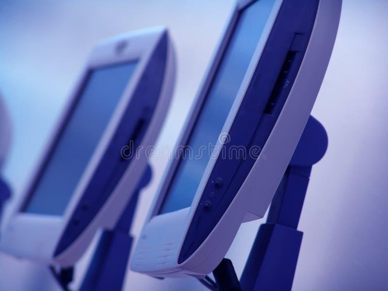 blåa datorer royaltyfri foto