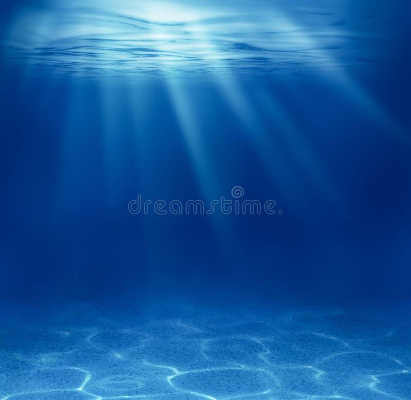 Blåa djupa ser undervattens- arkivfoto