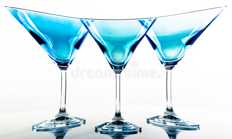 blåa exponeringsglas martini royaltyfri fotografi