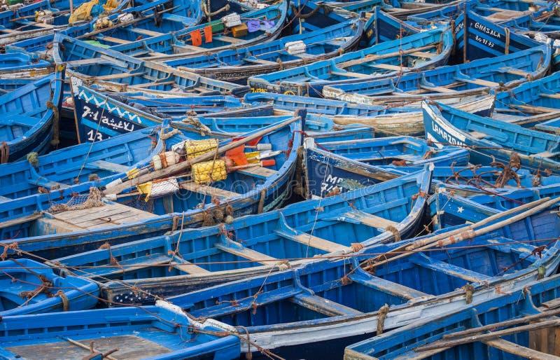 Blåa fiskebåtar i Essaouira, Marocko, Afrika arkivfoto