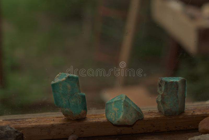 Blåa gröna Amazonite kristaller från Colorado arkivbild