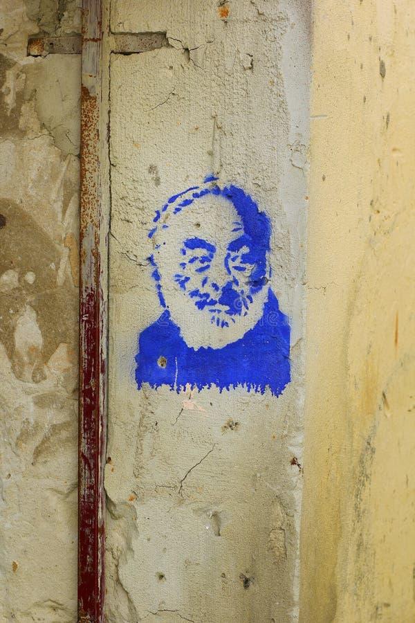 Blåa grafitti av Sergei Parajanov, den sovjetiska filmdirektören och konstnären av den armeniska nedstigningen arkivfoton