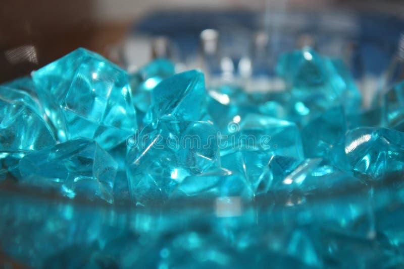 Blåa kristaller av exponeringsglas royaltyfri fotografi