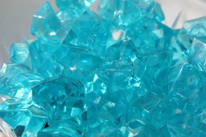 Blåa kristaller av exponeringsglas royaltyfria bilder