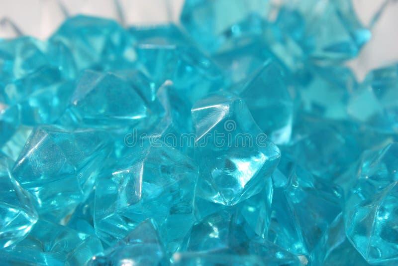 Blåa kristaller av exponeringsglas arkivbild