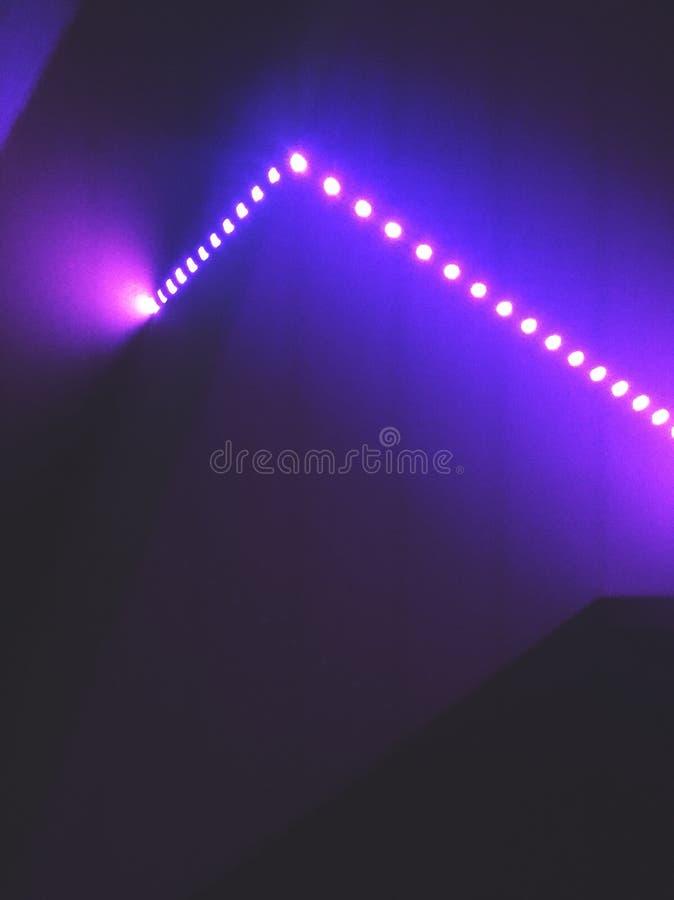 Blåa ljus på en vägg royaltyfri bild
