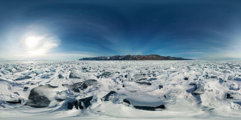 Blåa mindre kulle av is Baikal på solnedgången på Olkhon Sfärisk vr 360 180 grader panorama royaltyfri fotografi