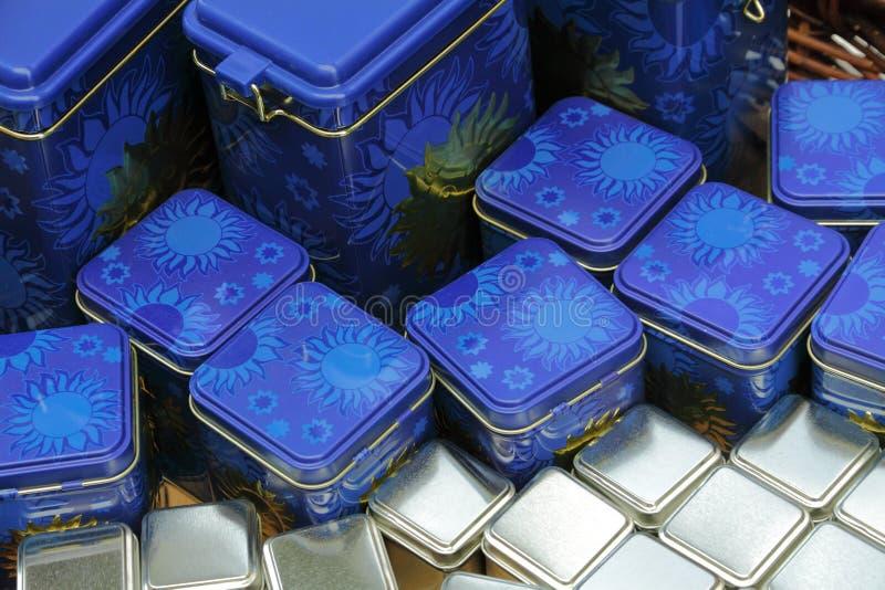 Blåa och silvergåvaaskar royaltyfri fotografi