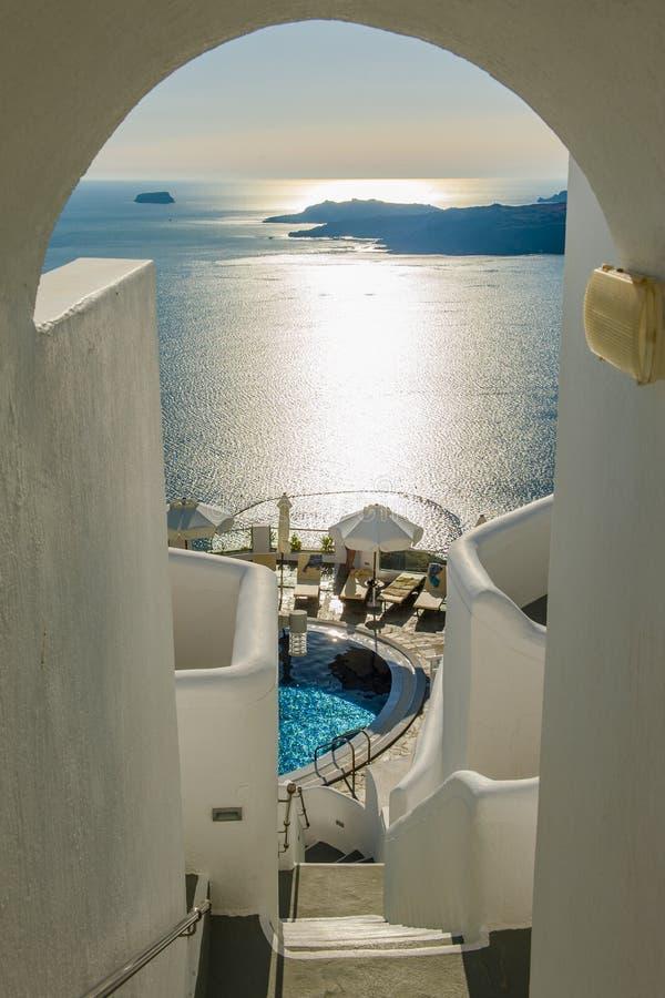 Blåa och vita Santorini arkivfoton