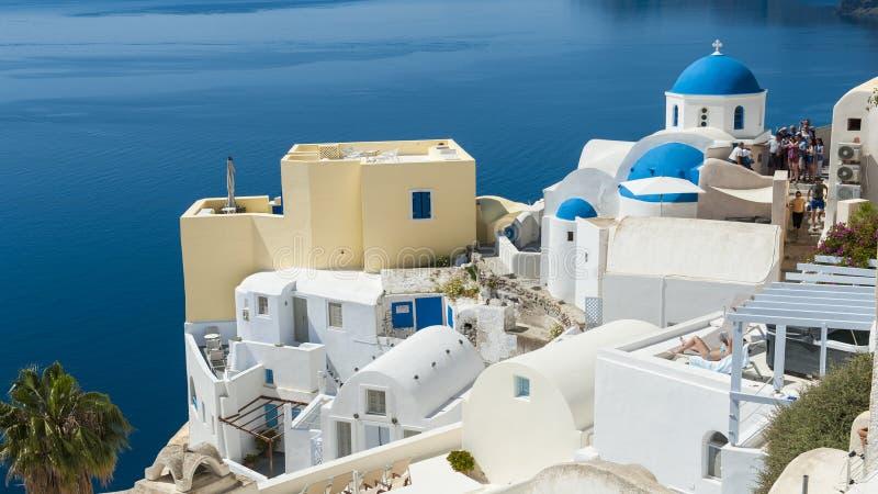 Blåa och vita Santorini arkivbilder