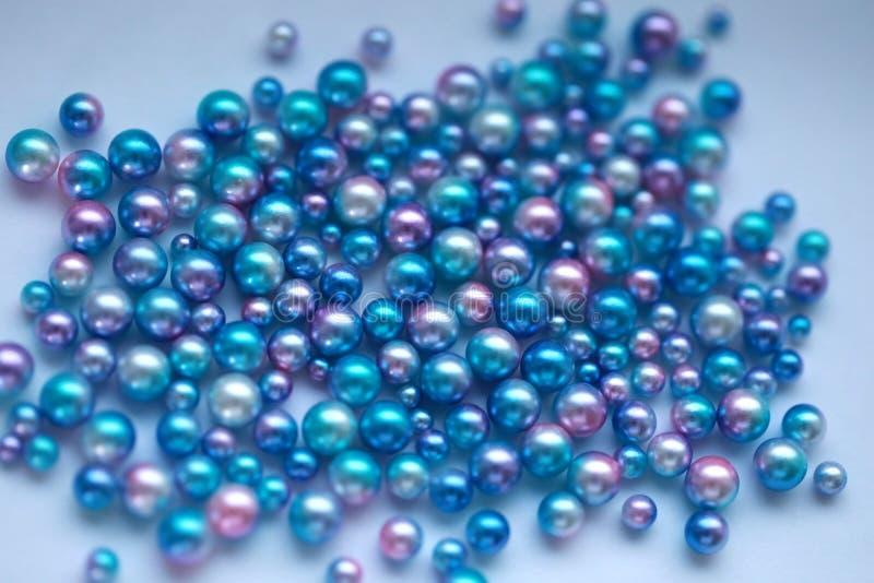 Blåa pärlapärlor royaltyfria foton