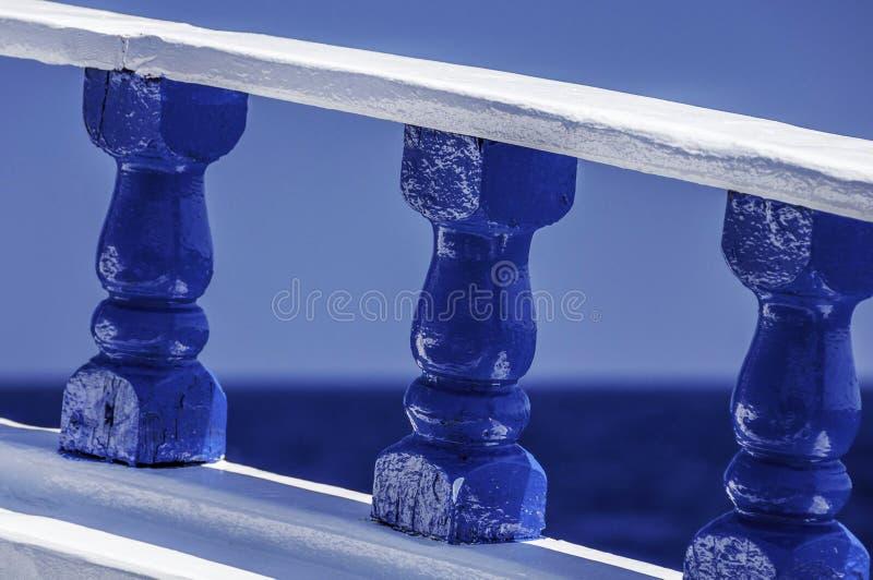 Blåa räcke arkivfoton