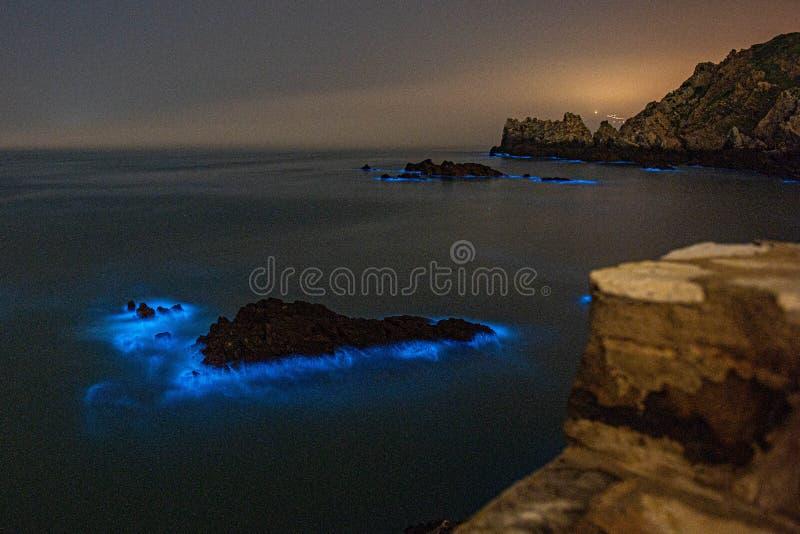 Blåa revor exponerar den Mazu ön arkivfoto