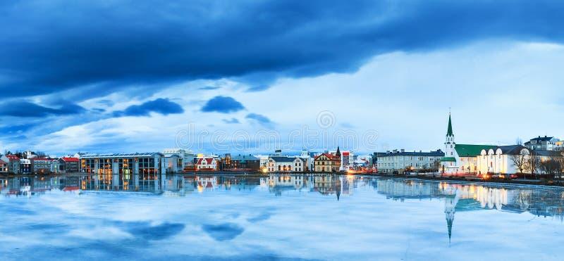 Blåa Reykjavik royaltyfri fotografi