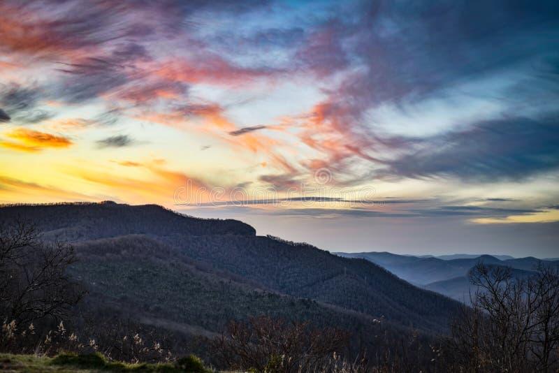 Blåa Ridge Mountains på skymning royaltyfri bild