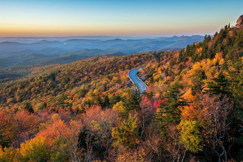 Blåa Ridge Parkway, scenisk soluppgång, North Carolina royaltyfri foto