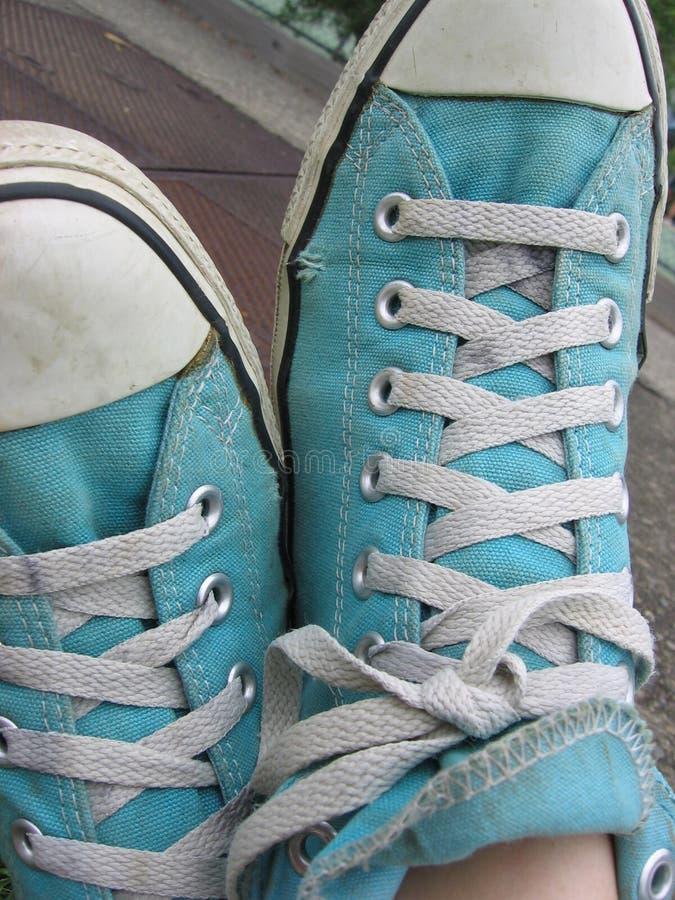blåa skor arkivfoton
