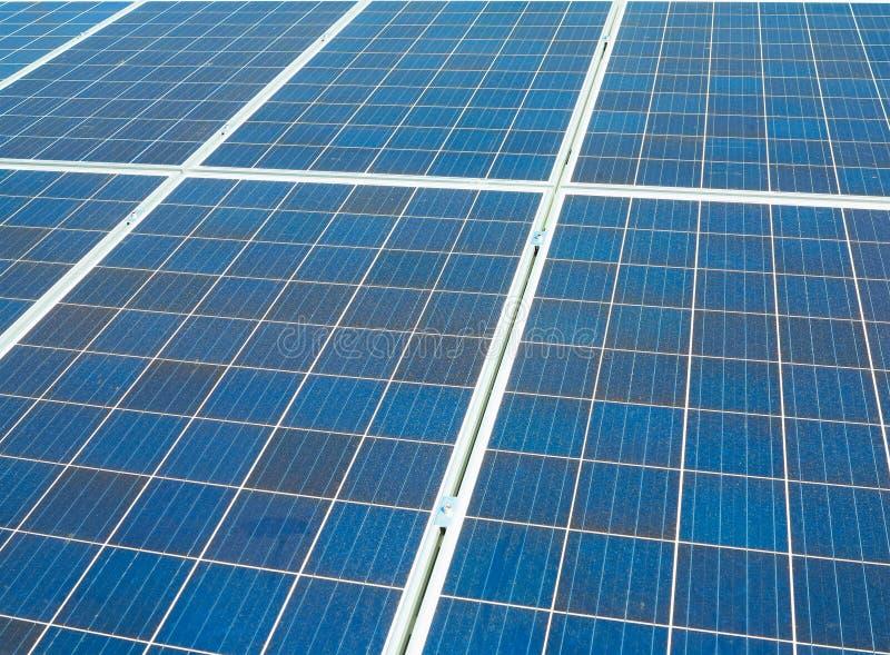 Blåa solpaneler, källa för elektricitet för abstrakt textur för photovoltaics alternativ arkivbild