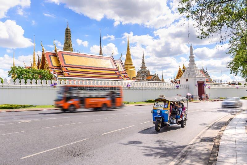 Blåa Tuk Tuk, thailändsk traditionell taxi i Bangkok Thailand arkivbilder