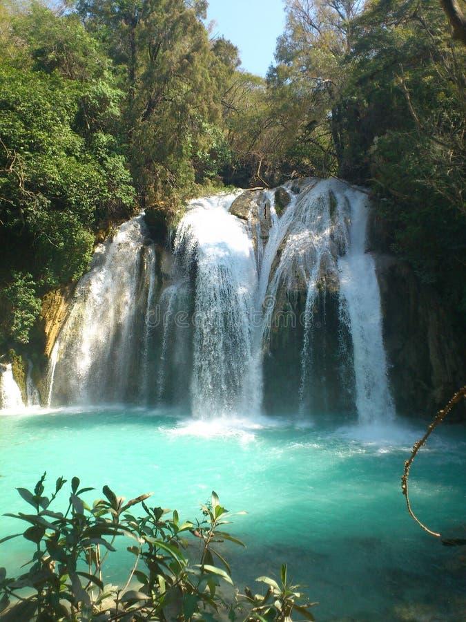 blåa vattenfall arkivfoto