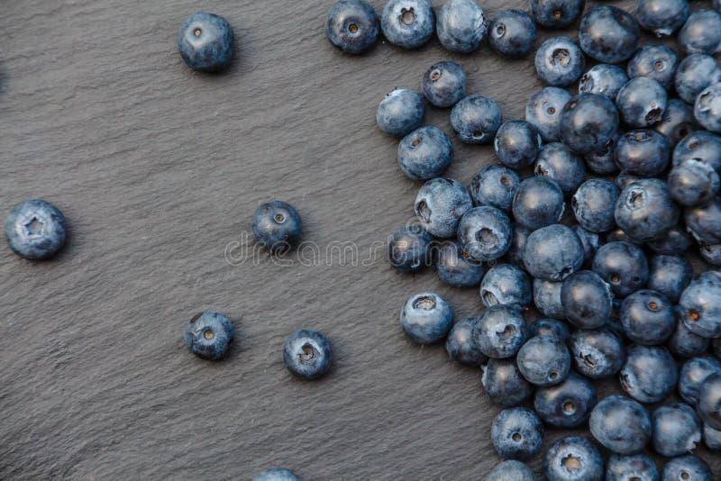 Blåbär kritiserar på plattan royaltyfria foton