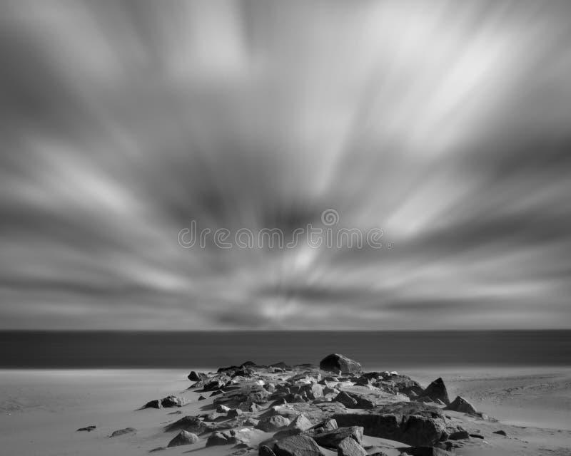 blåsig strand arkivbilder