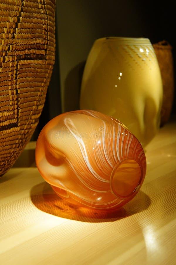 Blåst exponeringsglas som inspireras av indiankorgar royaltyfri bild