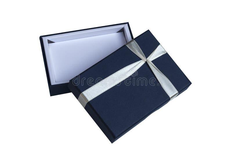 Blått öppnar gåvaasken med den vita pilbågen som isoleras på vit arkivfoton