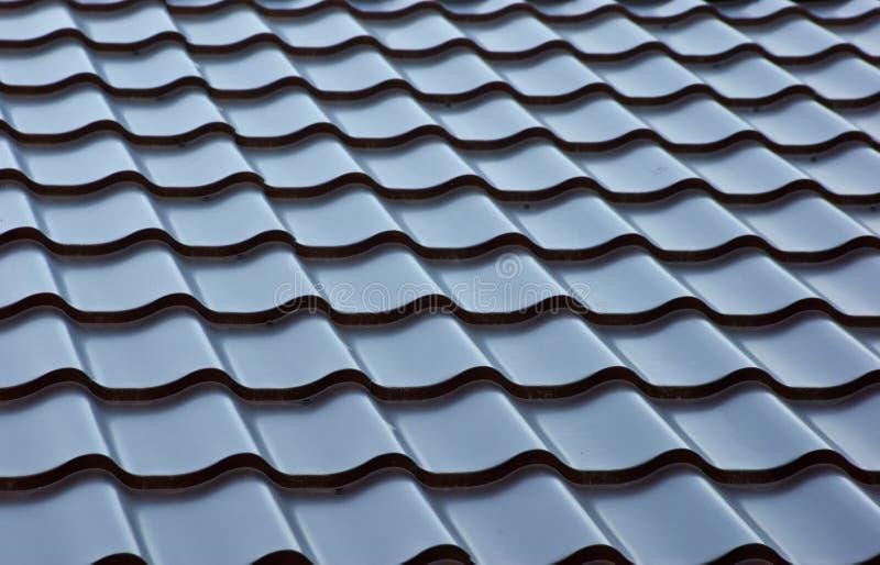 Blått belägger med metall belägger med tegel taklägger fotografering för bildbyråer