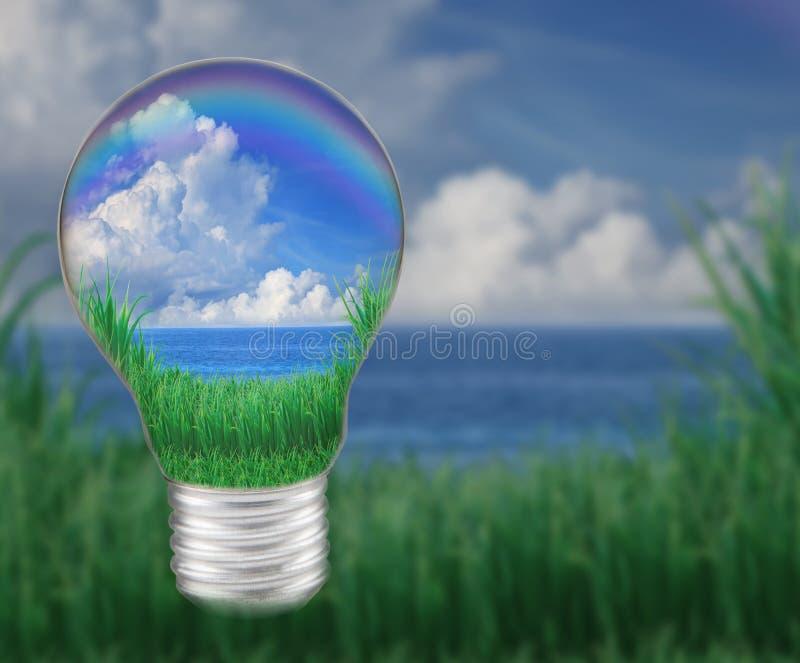 Blått bevattnar med moln för blåttskyvit i ljus kula verkar räddningnaturen och godamiljön royaltyfri bild