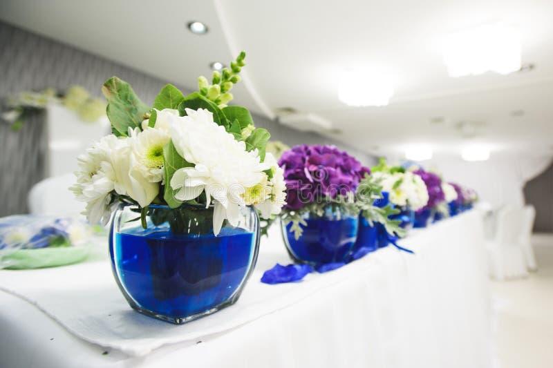 blått blommavatten arkivbild