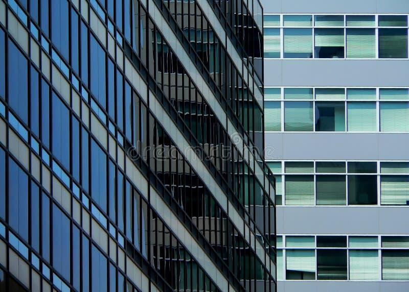 blått byggnadsexponeringsglaskontor arkivfoto