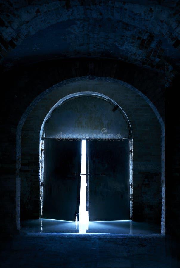 Blått dörrljus - royaltyfria foton