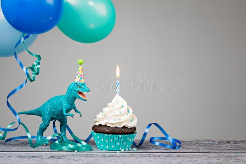 Blått dinosauriefödelsedagparti royaltyfri bild