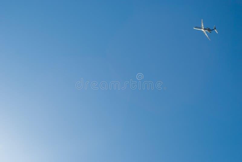 blått dramatiskt för airoplane av skytake fotografering för bildbyråer