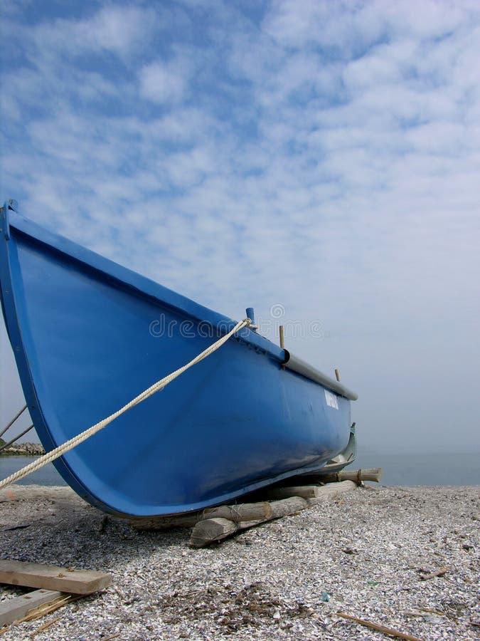 blått fartyg arkivbild