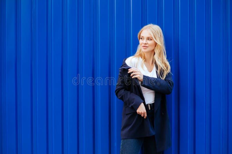 blått flickabarn för bakgrund arkivfoton