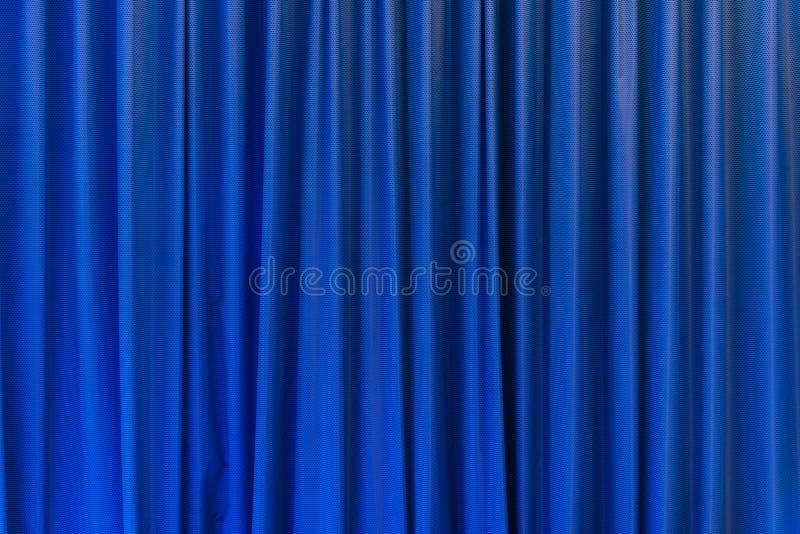 Blått gardinbruk för bakgrund arkivfoto