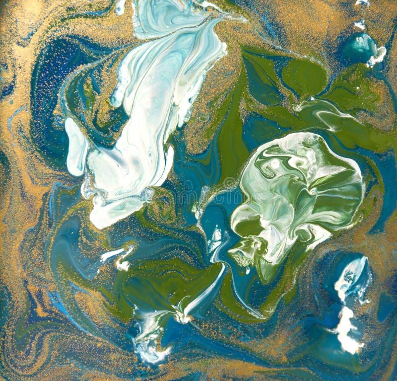 Blått, gräsplan och guldvätsketextur Dragen hand marmorera bakgrund Modell för färgpulvermarmorabstrakt begrepp royaltyfri illustrationer