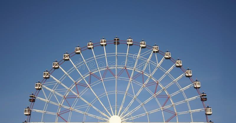 Blått half glädjeskyhjul