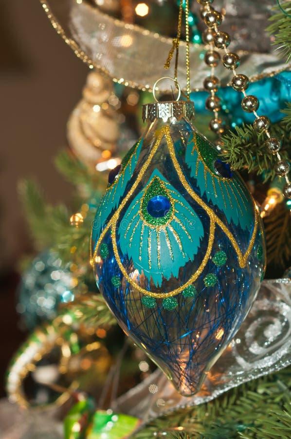 Blått handgjort, utsmyckat, prydnad för julträd royaltyfria foton