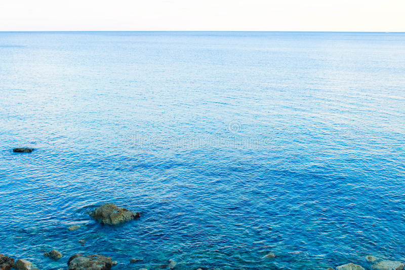 Blått hav i Montenegro arkivbilder