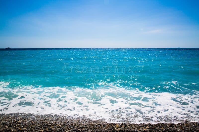 Blått hav i Nicea royaltyfria foton