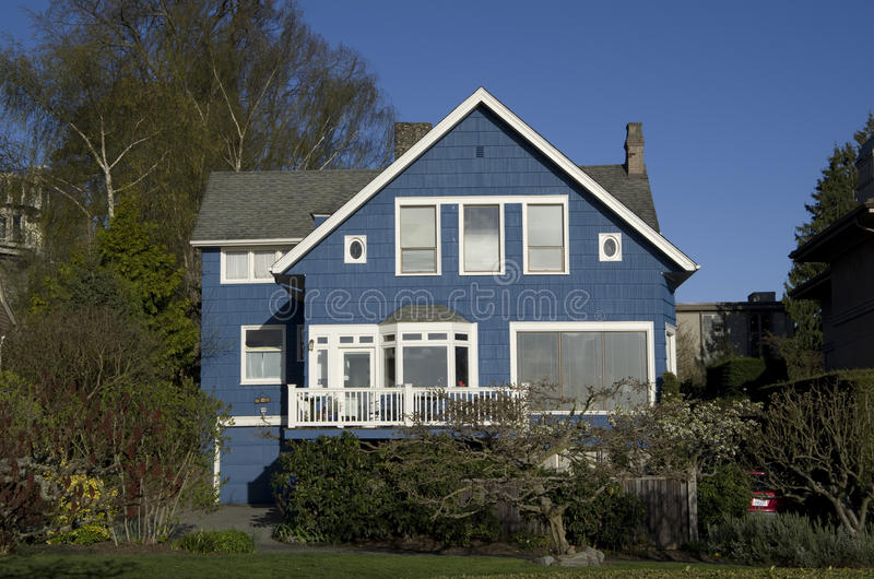 blått hus fotografering för bildbyråer